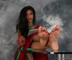 porn Indian Girl Feet - Sexy Girl Talks.. fetish